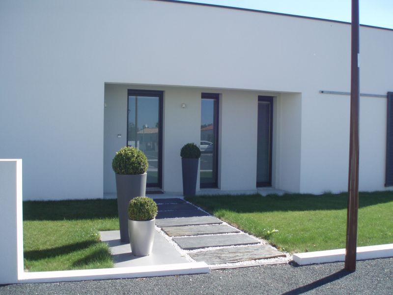 Contemporaine blanche idfx architecte ma tre d 39 oeuvre for Fenetre verticale
